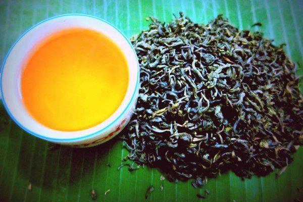 Thuong thuc dac san Ha Giang mua tam giac mach (phan 2) hinh anh 3 Chén chè Shan Tuyết hấp dẫn du khách. Ảnh: Amazingvietnam.net.