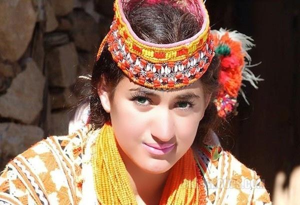 Bo toc co phu nu dep va hanh phuc nhat the gioi hinh anh 1 Nhiều người Kalasha sở hữu da trắng, tóc vàng, mắt xanh.