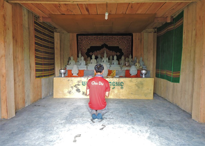 Nguoi Viet chinh phuc noc nha Campuchia hinh anh 13 Những tượng Phật đã được một đoàn người hành hương bản địa thỉnh lên đỉnh núi thiêng Aural từ 2 năm trước để dành cho việc thờ cúng.