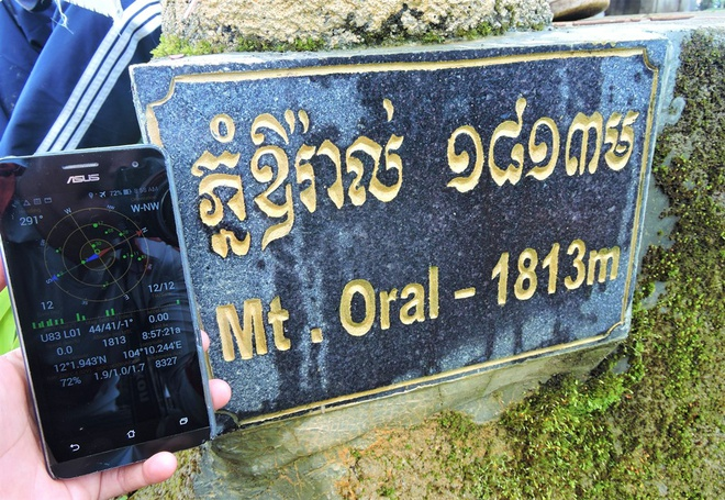 Nguoi Viet chinh phuc noc nha Campuchia hinh anh 14 Tọa độ đỉnh núi thiêng Aural. Vậy là sau 3 ngày 3 đêm, vượt qua chặng đường hơn 400km bằng xe máy và gần 20km đi bộ và leo núi, chúng ta đã chạm được tới nóc nhà Campuchia.