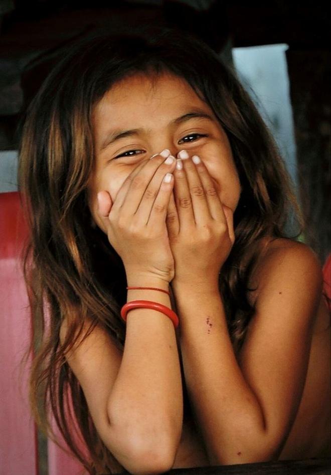 Nguoi Viet chinh phuc noc nha Campuchia hinh anh 17 Nụ cười thẹn thùng của một cô bé rất xinh xắn khi bắt gặp ống kính máy ảnh của chúng tôi. Do thời gian có hạn phải về ngay, nên  đoàn cũng khá tiếc nuối khi không được ở lại để tìm hiểu thêm về cuộc sống và văn hóa của người dân nơi đây.