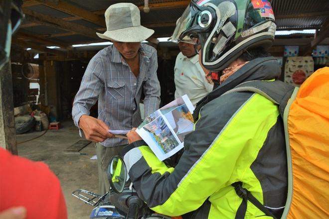 Nguoi Viet chinh phuc noc nha Campuchia hinh anh 5 Do đã in sẵn hình ảnh tìm được trên mạng internet về ngôi làng dưới chân núi và về đỉnh Aural để hỏi người dân trong vùng, nên nhóm cũng không gặp nhiều khó khăn trong việc hỏi đường. Đây cũng là kinh nghiệm đúc kết được sau các chuyến đi ra nước ngoài khác bằng xe máy.