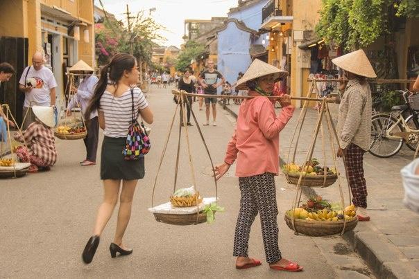 Viet Nam ky thu duoi goc nhin cua cap doi Ukraine hinh anh 12 Hình ảnh những người mẹ chăm chỉ làm lụng bất kể ngày đêm luôn khiến họ xúc động và khâm phục.