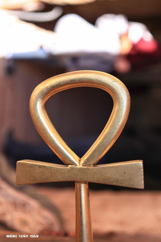 """Du khach Viet tham ngoi den 3.000 tuoi co canh sat ho tong hinh anh 2 Biểu tượng """"Key of Life"""" được người Ai Cập giải thích bằng 2 cách rất có ý nghĩa."""