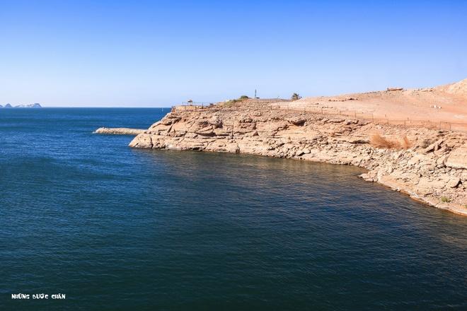 Du khach Viet tham ngoi den 3.000 tuoi co canh sat ho tong hinh anh 4 Hồ Nassar làm cho Abu Simbel thêm phần quyến rũ.