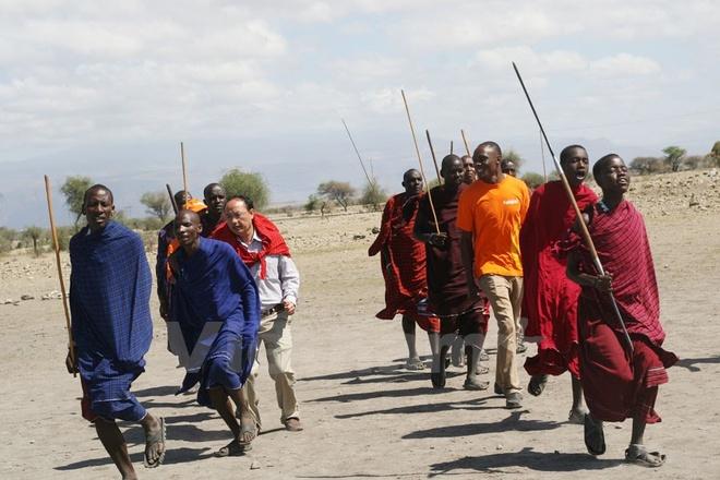 Kham pha ngoi lang doc dao cua nguoi Maasai o Tanzania hinh anh