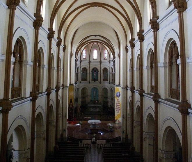 Bi an nhung ngoi mo trong nha tho Duc Ba Sai Gon hinh anh 1 Bên trong nhà thờ Đức Bà. Ảnh: Nguyễn Công Thành.