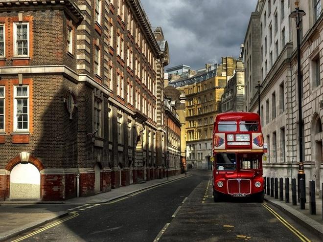 Top 15 thanh pho du khach nhat dinh phai den mot lan hinh anh 10 10. London, Anh: Có nhiều thứ ở London hơn so với cá, khoai tây chiên, xe buýt hai tầng, và các quán rượu sôi động. Nằm trên sông Thames, thành phố có đầy đủ các bảo tàng, công viên, và các trung tâm văn hóa từ nhiều thế kỷ trước.