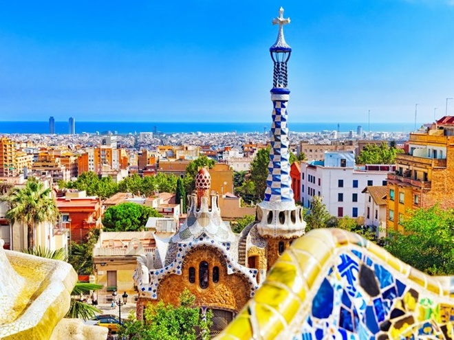 Top 15 thanh pho du khach nhat dinh phai den mot lan hinh anh 14 14. Barcelona, Tây Ban Nha: thành phố nổi tiếng với kiến trúc độc đáo và món ăn tinh tế.
