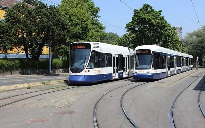 Hệ thống xe điện ở Geneva, Thụy Sĩ, vận hành năm 1862. Với 4 làn đường, trạm xe điện Geneva được xem là một trong những trạm xe điện lớn nhất châu Âu.