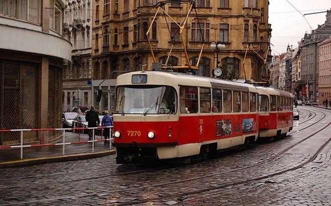 Đến với thành phố Prague cổ kính, du khách khó quên trải nghiệm di chuyển bằng xe điện xuất hiện từ năm 1891.