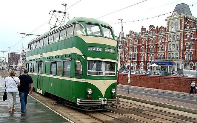Mặc dù dân số ít (chỉ khoảng 142.000 người), nhưng hệ thống đường xe điện ở Blackpool của nước Anh dài tới 18 km với 37 điểm dừng.