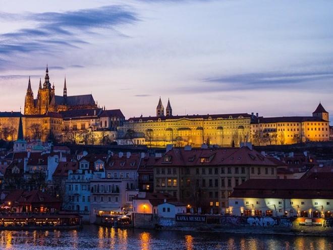 Top 15 thanh pho du khach nhat dinh phai den mot lan hinh anh 7 7. Praha, Cộng hòa Séc: thành phố du lịch lý tưởng cho những ai thích khám phá.
