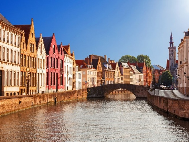 Top 15 thanh pho du khach nhat dinh phai den mot lan hinh anh 8 8. Bruges, Bỉ: Thành phố đẹp cổ kính với những con đường lát sỏi, hệ thống kênh rạch, những điểm tham quan nổi tiếng. Bến cảng của thành phố cũng là khu vực thương mại quan trọng ở châu Âu.