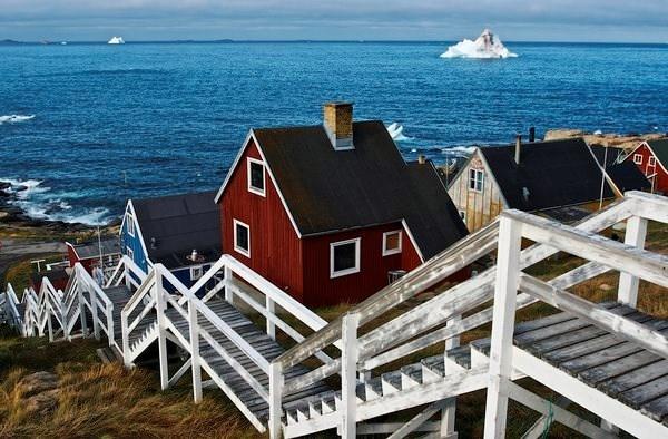 Chiem nguong nhung cau thang dep nhat the gioi hinh anh 2 Cầu thang gỗ dẫn ra biển ở Upernavik, Greenland.