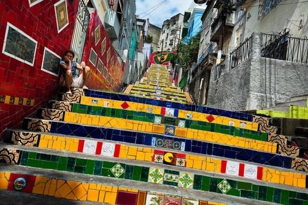 Chiem nguong nhung cau thang dep nhat the gioi hinh anh 3 Cầu thang độc đáo trên phố ở Rio de Janeiro, Brazil.