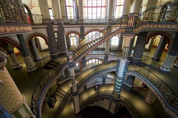 Chiem nguong nhung cau thang dep nhat the gioi hinh anh 4 Cầu thang lộng lẫy trong một tòa nhà ở Halle, Đức.