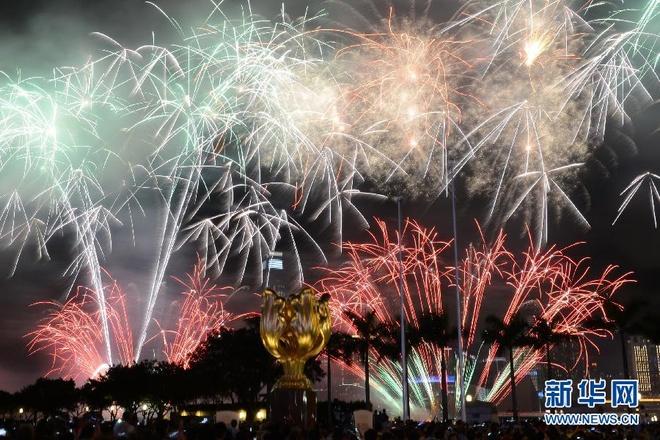 Nhung diem du lich nuoc ngoai tuyet voi cho mua dong hinh anh 4 Khung cảnh pháo hoa tráng lệ ở cảng Victoria trong đêm Giao Thừa. Ảnh: News.hebei.com.cn.