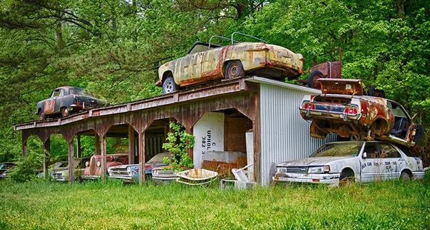 Lac trong nghia dia xe co ky la nhat the gioi hinh anh 10 Trong nhiều năm sau đó, Dean đã chi hàng nghìn USD để thu thập nhiều mẫu xe và phế liệu từ các cuộc bán đấu giá, xe tư nhân hay những bãi phế liệu.