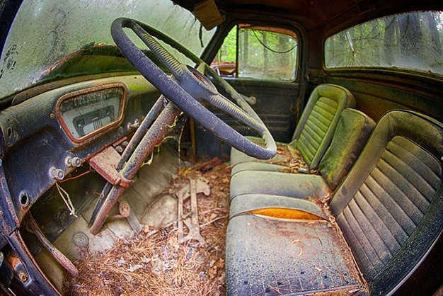 Lac trong nghia dia xe co ky la nhat the gioi hinh anh 9 Thay vì tiếp tục công việc tháo dỡ những chiếc xe cũ ra để bán phụ tùng, ông quyết định sẽ giữ và bảo tồn những chiếc xe phế liệu.