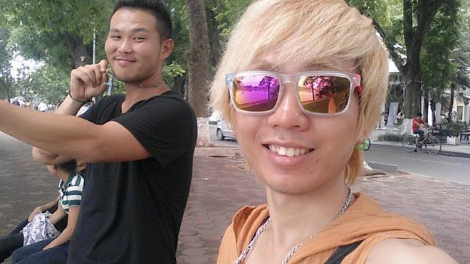 Bi quyet xin visa cua chang trai di bui khap chau A hinh anh 2 Nguyễn Việt Đức và Takuya Fujii, bạn người Nhật đã bảo lãnh Đức. Hai bạn gặp nhau trong chuyến phượt  ở Lào từ năm 2014.