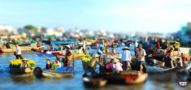Nhung dieu nguoi nuoc ngoai yeu nhat o Viet Nam hinh anh 4 Chợ nổi Cái Răng bày bán thực phẩm tươi ngon, chủ yếu là hoa quả miền Nam Bộ.