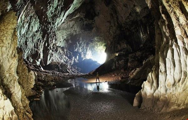 Kham pha ve bi an, huyen bi cua Vuon quoc gia Gunung Mulu hinh anh 5 Hang động ở Vườn quốc gia Gunung Mulu có cấu trúc hoàn hảo với sự kết hợp của các lớp đá vôi tinh khiết, những thác nước cao. Ảnh: Holidaygogogo.