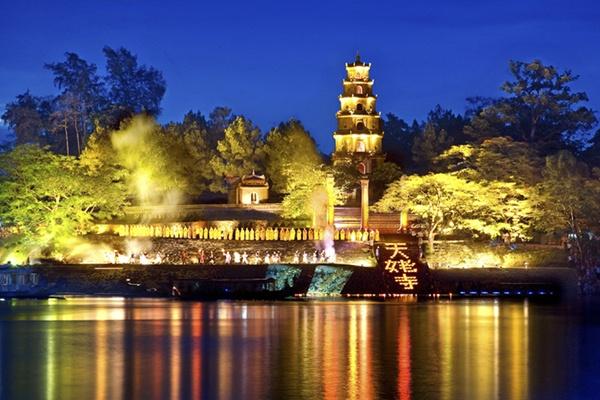 Hanh trinh 3 ngay o Hue dau dong hinh anh 1 Chùa Thiên Mụ - điểm đến nổi tiếng ở Huế. Ảnh: Hueworldheritage.