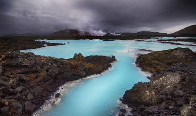 10 diem den an toan nhat neu... The chien thu ba no ra hinh anh 5 5. Iceland: Đứng đầu trong bảng chỉ số xếp hạng các quốc gia yên bình nhất năm 2015, Iceland nổi tiếng với sự bình yên của mình.  Không hề có chung biên giới với quốc gia nào, lại có địa thế đồi núi tạo thành lớp lá chắn tự nhiên, đồng thời cung cấp nơi trú ẩn nếu có chiến tranh, đây quả là nơi không nên bỏ qua nếu tình hình thế giới bất ổn.