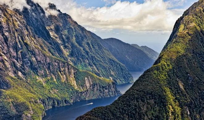 10 diem den an toan nhat neu... The chien thu ba no ra hinh anh 8 8. New Zealand: Là một trong những quốc gia tách biệt nhưng vẫn phát triển của thế giới, New Zealand sở hữu một nền dân chủ ổn định và không hề tham gia vào bất kỳ cuộc xung đột nào giữa các quốc gia.  Cũng giống như Thụy Sĩ, địa hình đồi núi đã giúp New Zealand trở thành nơi trú ngụ an toàn nếu chẳng may có chiến tranh xảy ra.