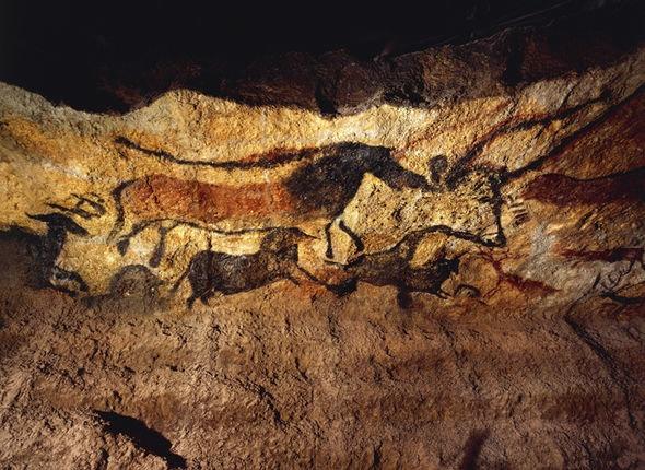 Nhung dia diem hap dan tren the gioi cam cua du khach hinh anh 2 2. Hang động Lascaux, Pháp. Hang động hoang sơ này được bao phủ bởi những bức vẽ của người tiền sử từ cách đây khoảng 17.300 năm, mô phỏng các loài động vật và các hình khối. Lascaux đã cấm khách du lịch từ năm 1963 nhờ những câu chuyện rùng rợn về các loài nấm bí ẩn.
