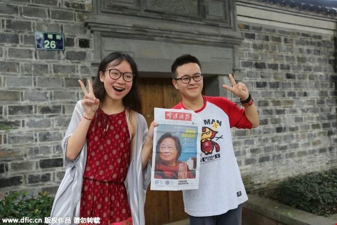 Nha cua nguoi gianh giai Nobel y hoc thanh diem du lich hinh anh 5   Khách du lịch ở trước của ngôi nhà thời thơ ấu của Đồ U U tại Ninh Ba, tỉnh Chiết Giang (Trung Quốc) ngày 7/10/2015