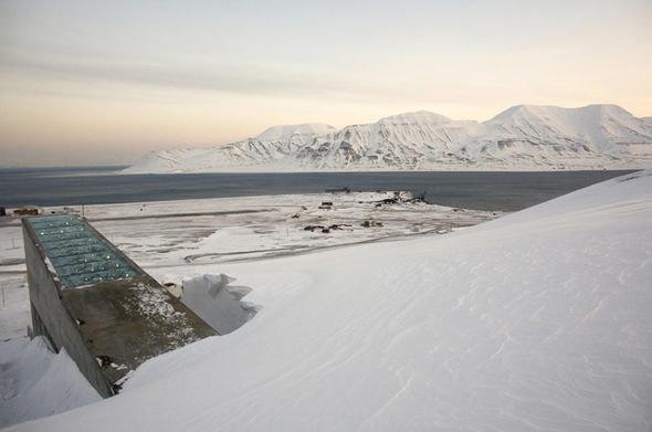 Nhung dia diem hap dan tren the gioi cam cua du khach hinh anh 7 7. Hầm lưu trữ hạt giống Svalbard, Na Uy. Đây là căn hầm trữ hạt giống đề phòng trường hợp các thảm họa môi trường cực lớn có thể xảy ra. Rất ít người được phép ra vào nơi đây, ngay cả các quốc gia gửi hạt giống cũng không vào được.