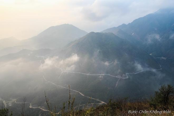 10 cung duong deo hiem tro nhat Viet Nam hinh anh 5 Đèo Ô Quy Hồ: Đèo Ô Quy Hồ dài gần 50km,  nằm trên tuyến quốc lộ 4D cắt ngang dãy Hoàng Liên Sơn để nối liền hai tỉnh Lào Cai và Lai Châu với đỉnh đèo ở độ cao 2000m chính là ranh giới của hai tỉnh.