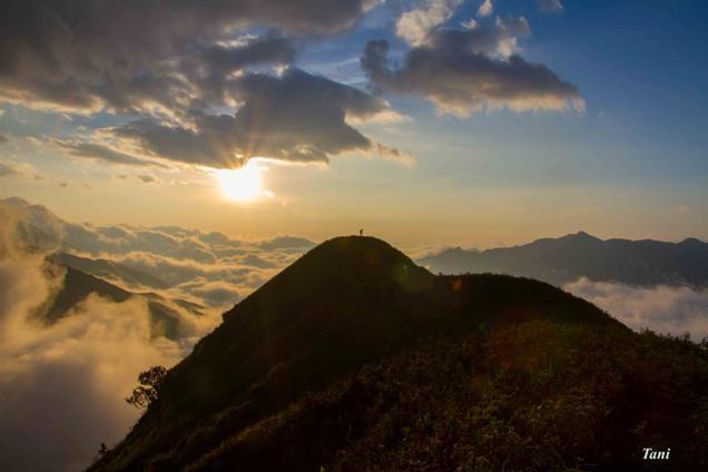 Dai duong may menh mong tren dinh Ta Xua - Son La hinh anh 4 Mây ở Tà Xùa bắt đầu từ đêm và có lúc kéo dài đến 9 giờ sáng.
