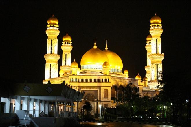 Cham tay vao vuong quoc dat vang Brunei hinh anh