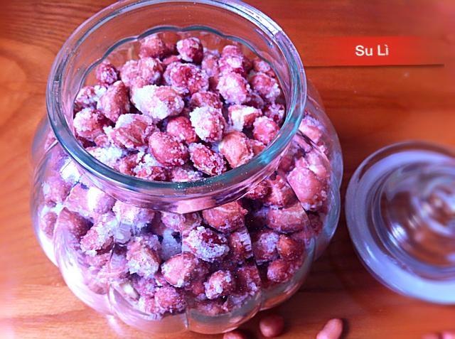 Lam dau phong boc duong trong 30 phut hinh anh 5 Lúc này bạn đã có một mẻ đậu phộng bọc đường thơm ngon rồi. Bạn có thể cho đã đĩa cho cả nhà cùng thưởng thức, hoặc cho vào trong hũ để dùng ăn dần.