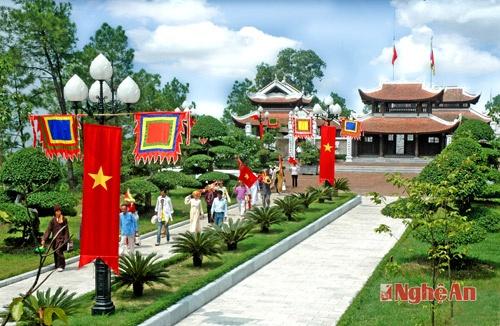 Den tho Vua Quang Trung - diem nhan du lich thanh Vinh hinh anh 2