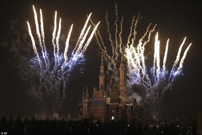 Khung canh choang ngop tai Disneyland Thuong Hai hinh anh 11