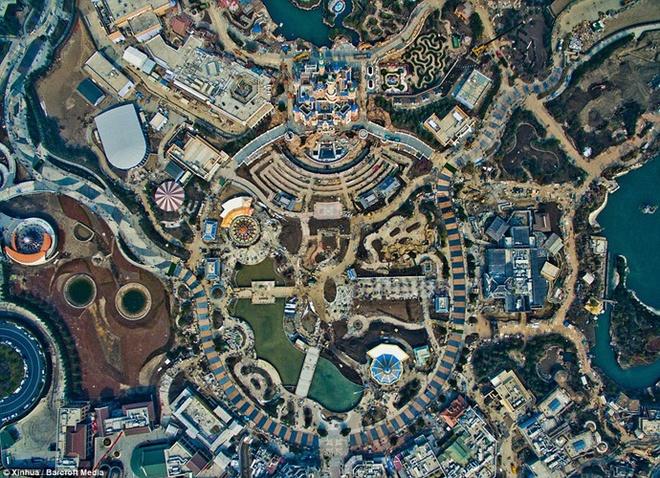 Khung canh choang ngop tai Disneyland Thuong Hai hinh anh 5