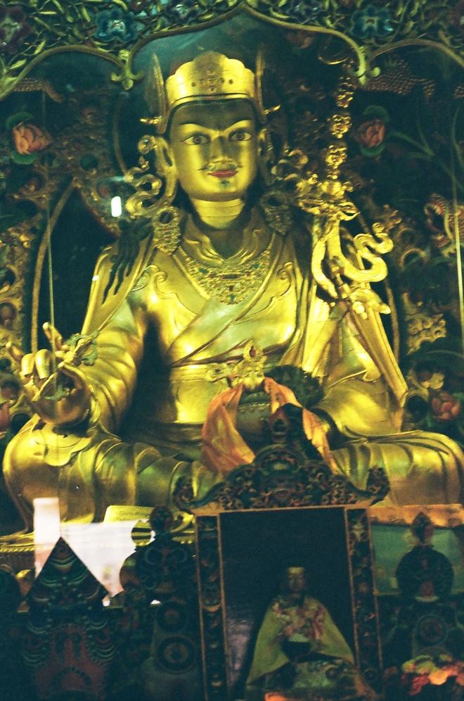 Vung nui Nepal linh thieng voi Phat giao Tang truyen hinh anh 11
