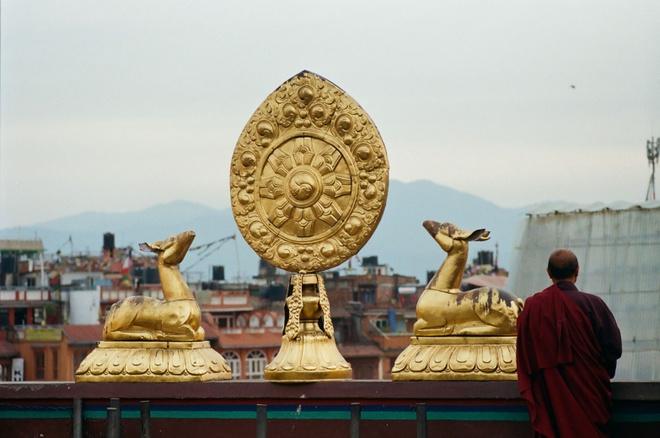 Vung nui Nepal linh thieng voi Phat giao Tang truyen hinh anh