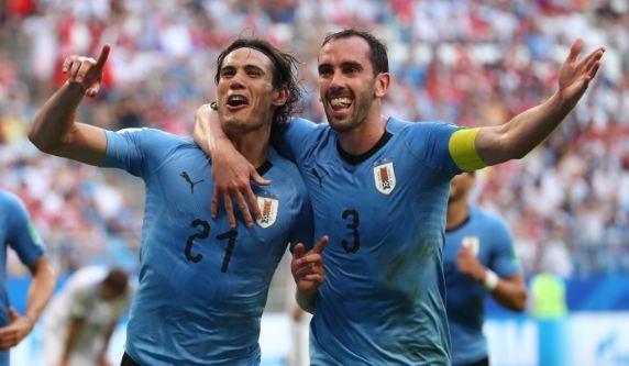 'Song sat' Suarez, Cavani toa sang giup Uruguay de bep chu nha Nga hinh anh