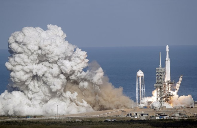 SpaceX phong thanh cong ten lua manh nhat the gioi hinh anh