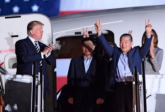 Trump: 'Chung toi muon cam on Kim Jong Un' hinh anh