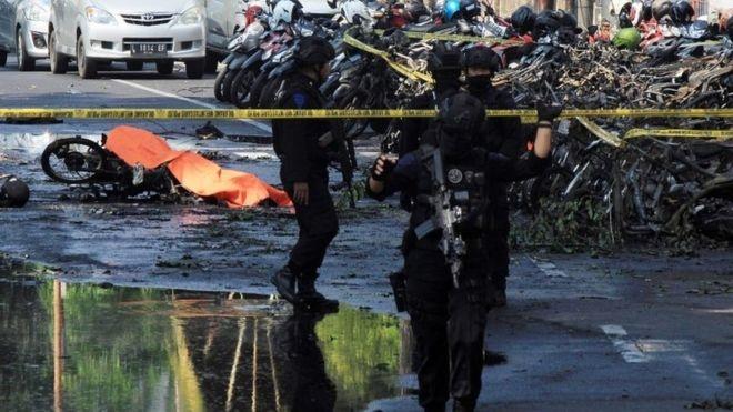 Đánh bom liên tiếp vào nhà thờ ở Indonesia, 11 người chết