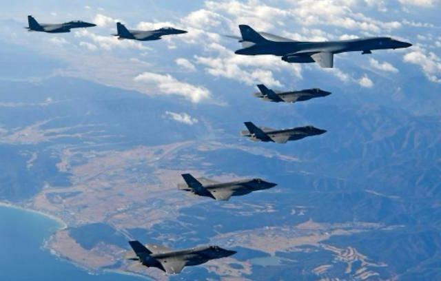 F-22 quan thao trong cuoc tap tran bi Trieu Tien phan doi hinh anh
