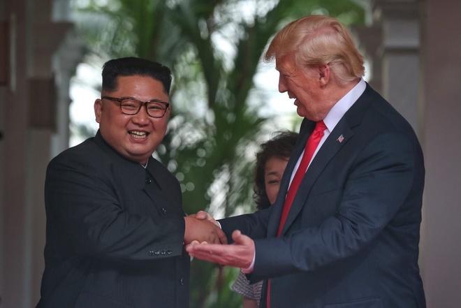Hon nua dan so My ung ho Trump bat tay voi Kim Jong Un hinh anh