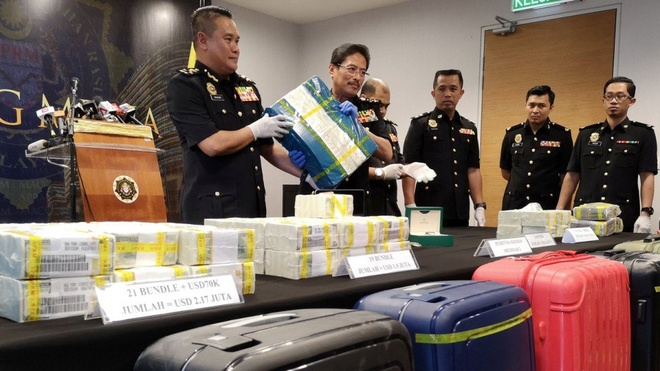 8 cuu diep vien Malaysia bi bat vi nghi tham nhung 12 trieu USD hinh anh