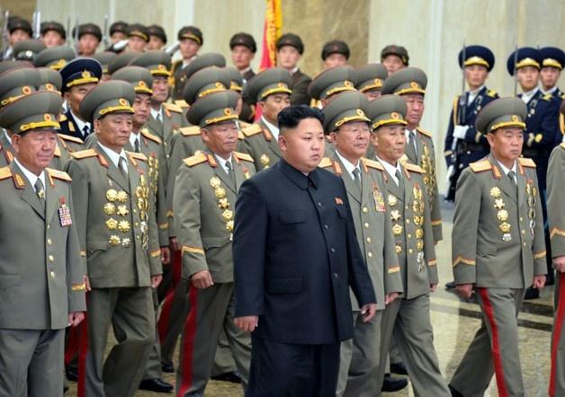 Kim Jong Un vieng thi hai co lanh dao Trieu Tien truoc quoc khanh hinh anh
